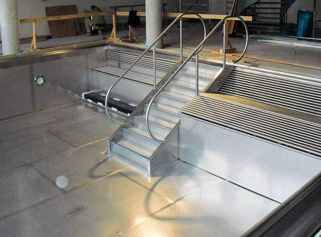 ASAB_GmbH_Augsburg_Schwimmbad_Treppe_Sitzbank